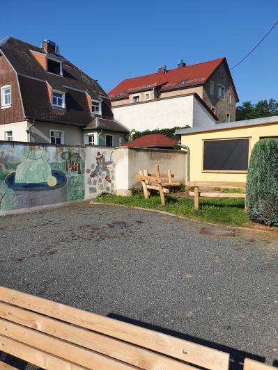 """Überraschung zum Schulanfang """"Klassenzimmer im Hof"""" Errichtung unterstützt vom Förderverein"""